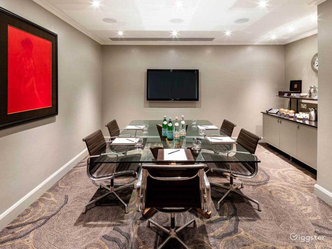 Intimate Meeting Room in Tottenham Court Road, London Photo 1