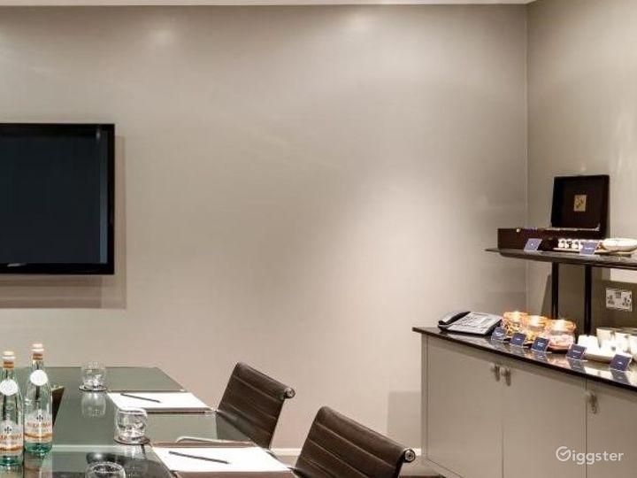 Intimate Meeting Room in Tottenham Court Road, London Photo 3