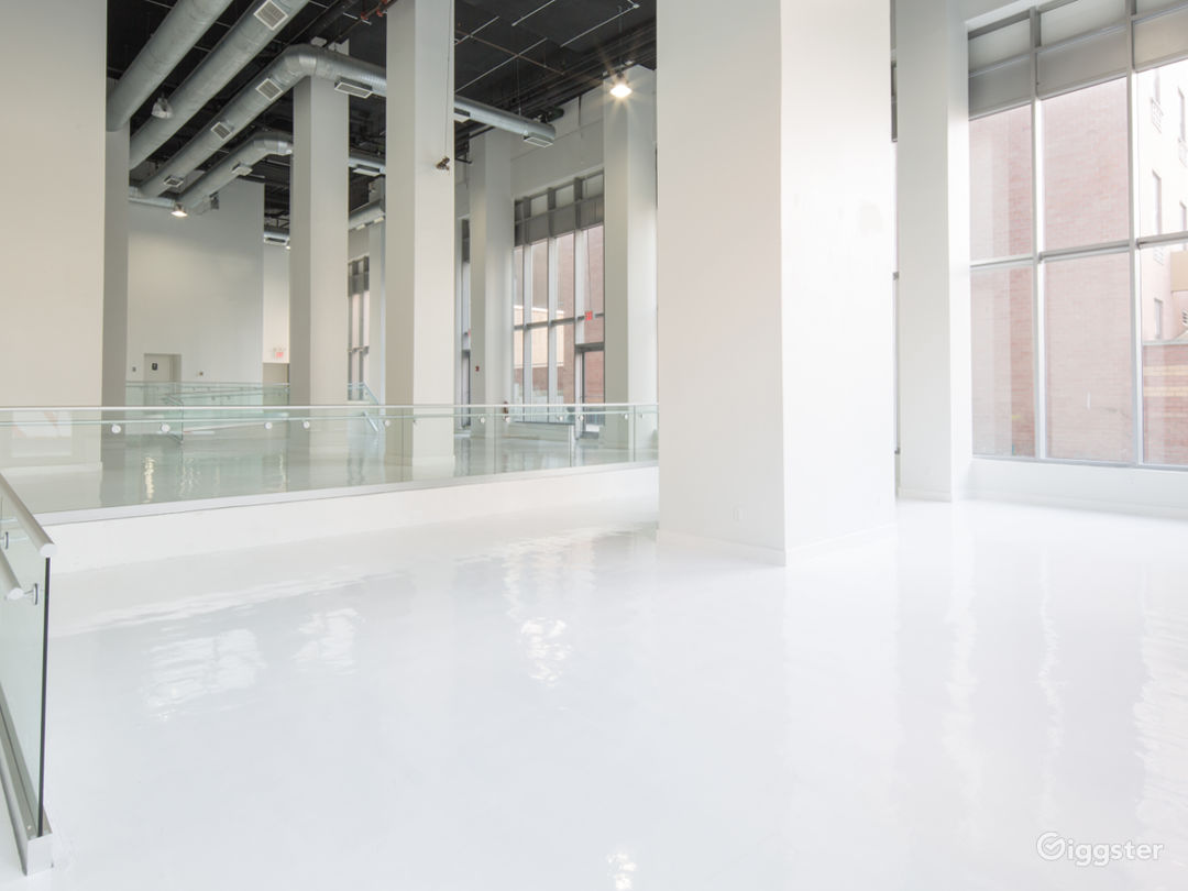 White Studio Space with 3 levels, 3,600 sqft Photo 1