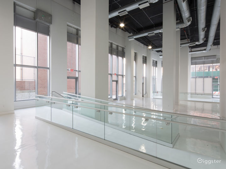 White Studio Space with 3 levels, 3,600 sqft Photo 4