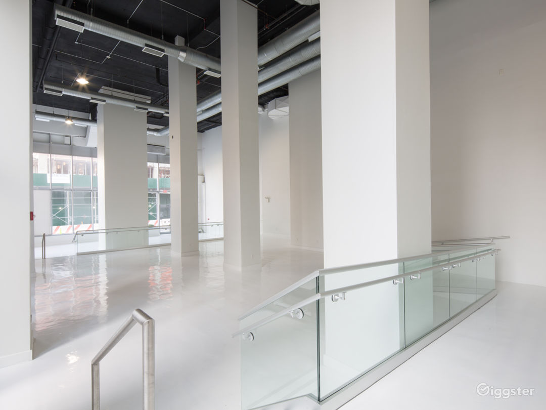 White Studio Space with 3 levels, 3,600 sqft Photo 5
