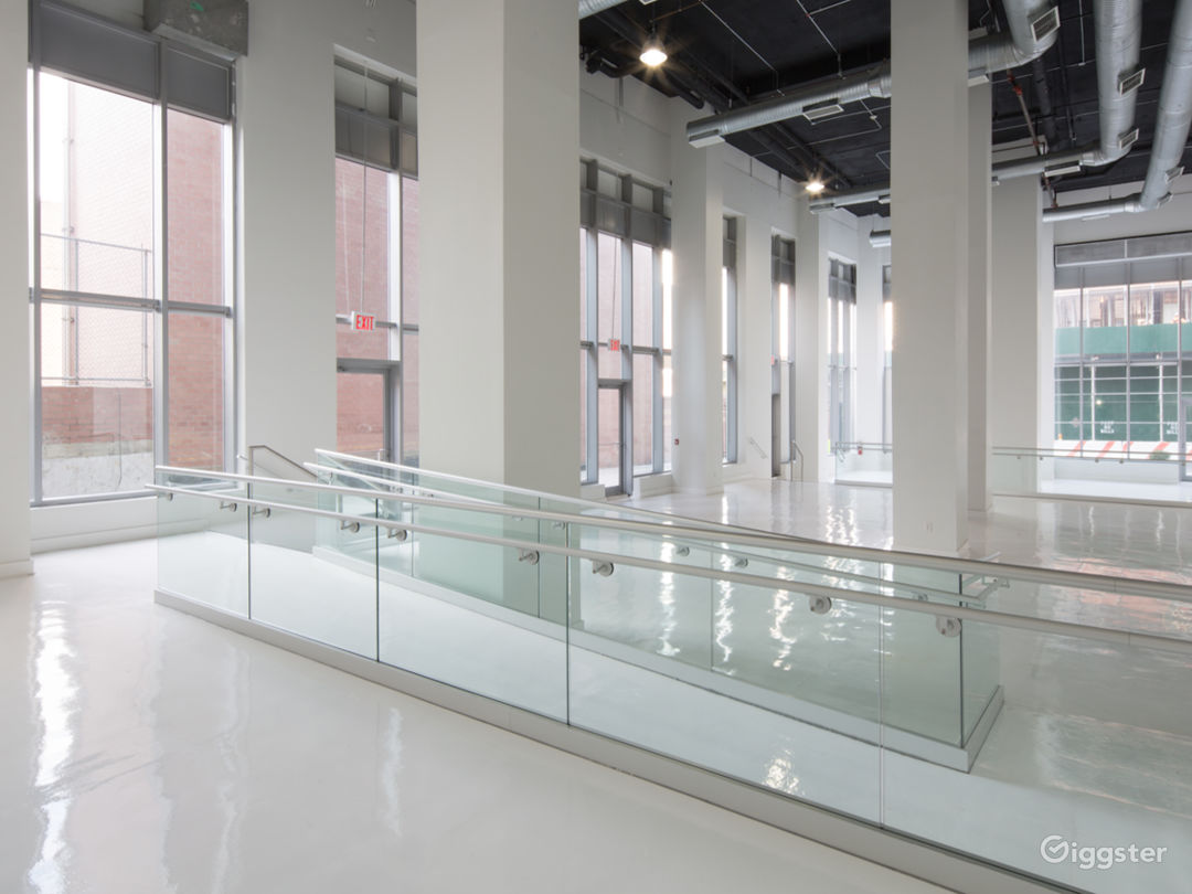 White Studio Space with 3 levels, 3,600 sqft Photo 2