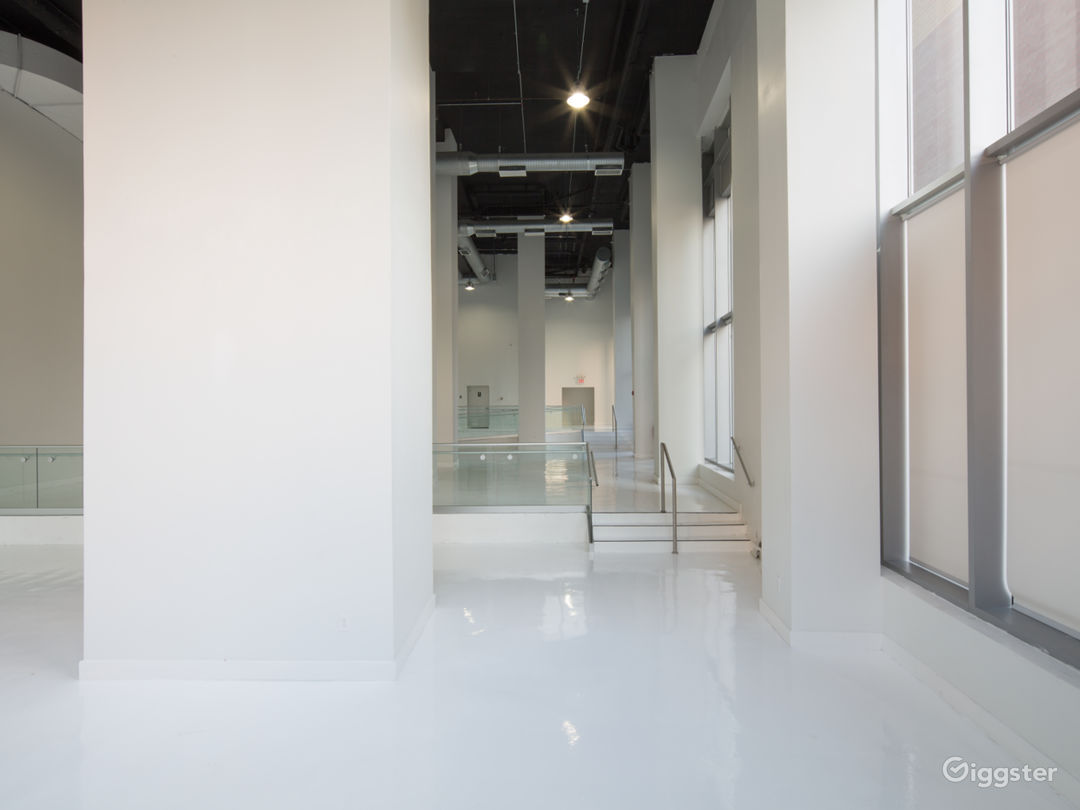White Studio Space with 3 levels, 3,600 sqft Photo 3