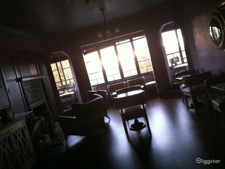 Delightful Dining Lounge Photo 4