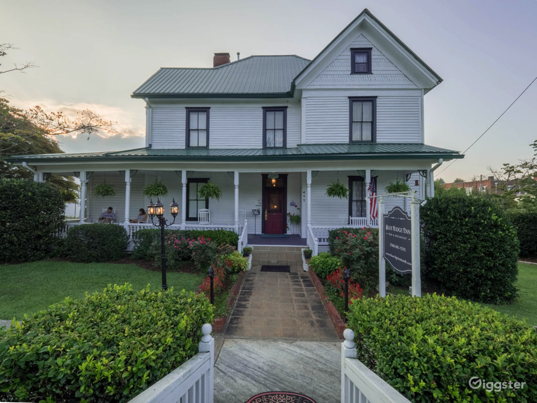 1890 Victorian - Bed and Breakfast Photo 1