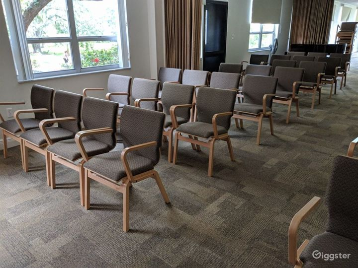Mid Century Confrence Room Photo 2