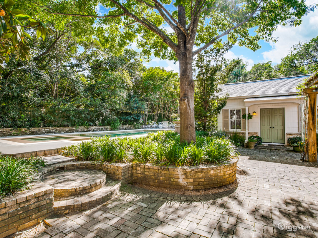Middle brick patio/guest house