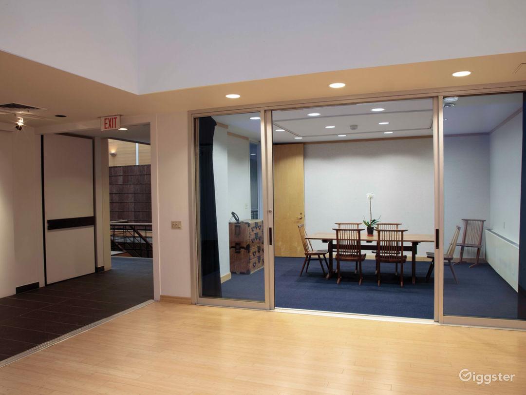 Atrium & Meeting Room Photo 1