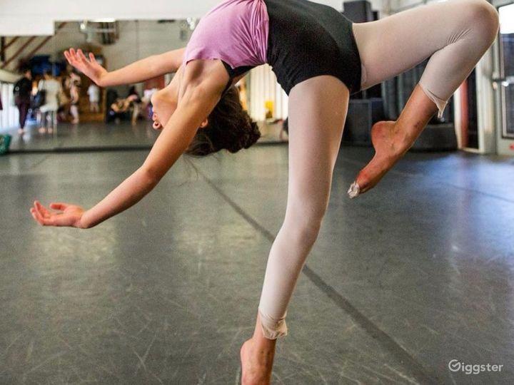 Spacious 1200 sq. ft. Studio World Dance & Cultural Center Photo 4