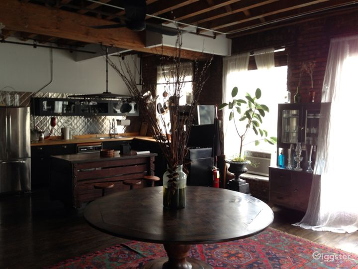 Funky loft with bar: Location 5005 Photo 3