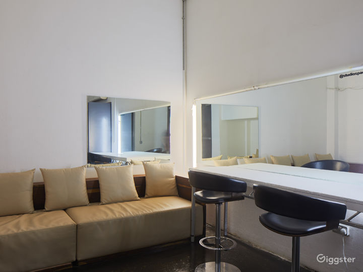 A 6,888 sq ft. Buy-out Studio Spaces in London Photo 5