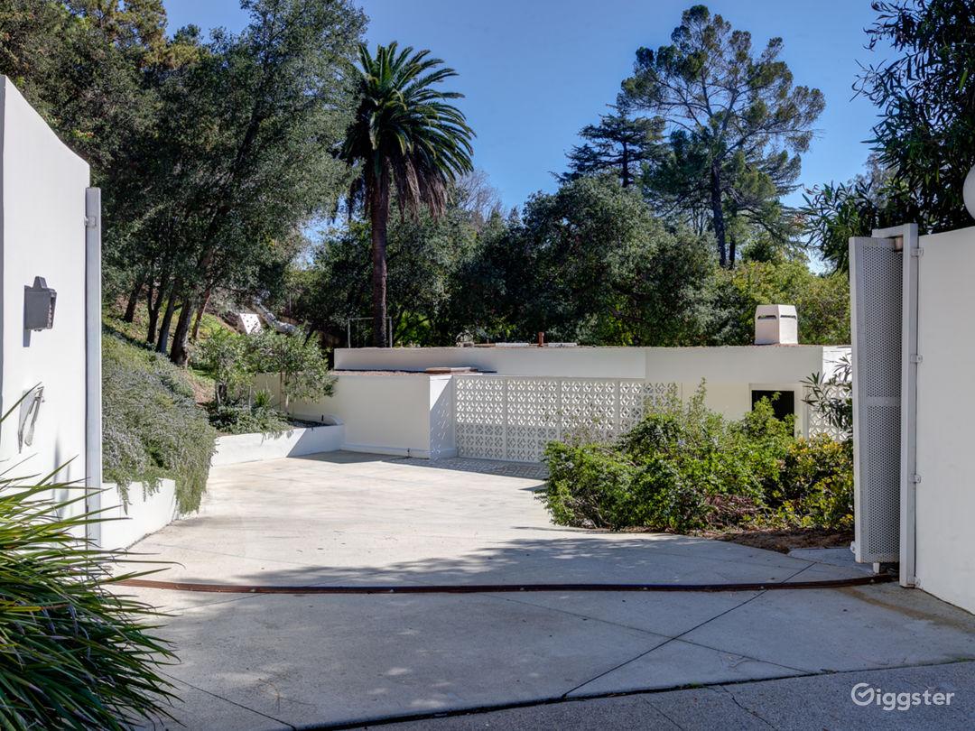 Mid-Century Modern Estate Photo 4