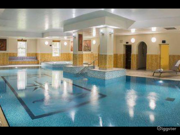 Hotel Pool in Dorking Photo 2