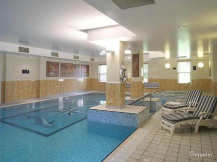 Hotel Pool in Dorking Photo 3