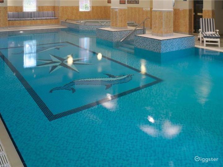 Hotel Pool in Dorking Photo 5