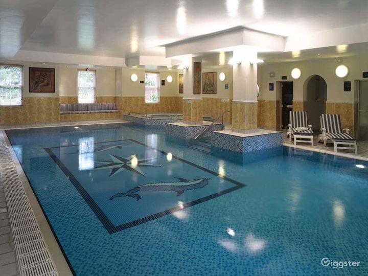 Hotel Pool in Dorking Photo 4
