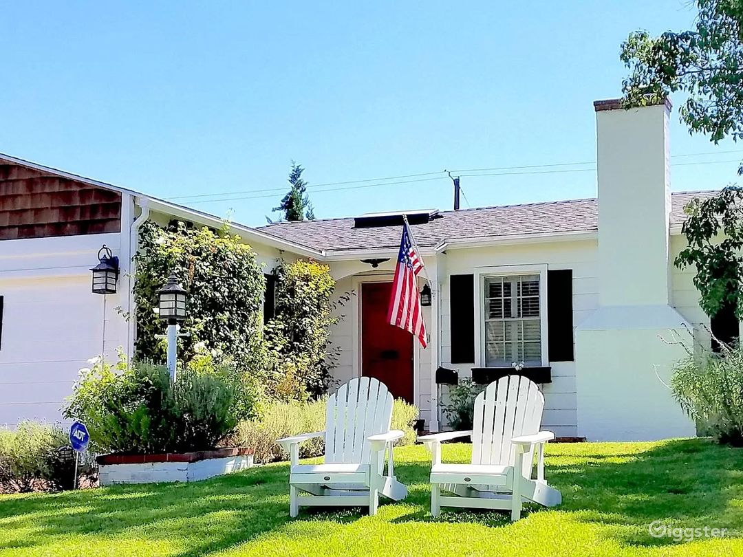 Traditional charming home in prime Studio City Photo 1
