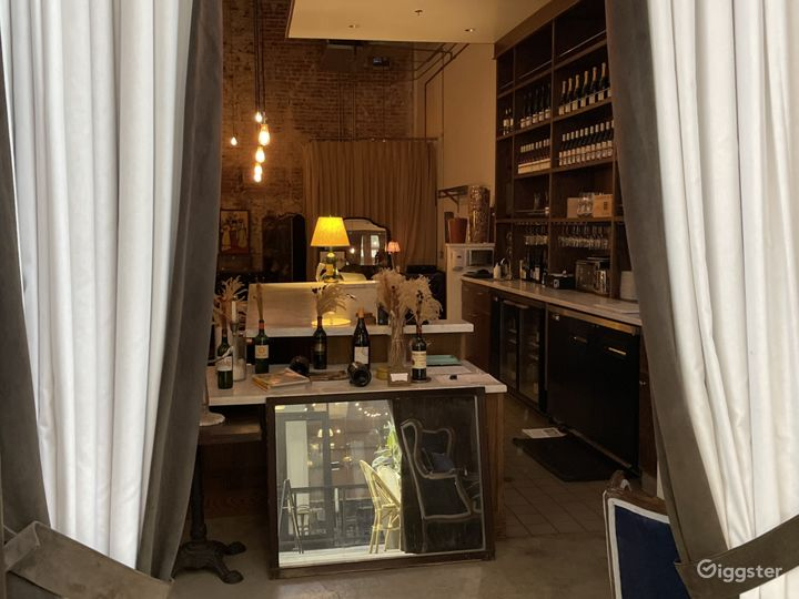 Sophisticated Wine Bar in Los Angeles Photo 2