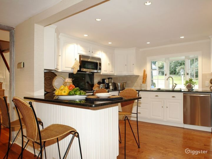 Large contemporary/traditional home: Location 4178 Photo 5