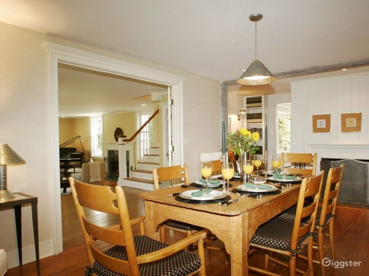 Large contemporary/traditional home: Location 4178 Photo 3