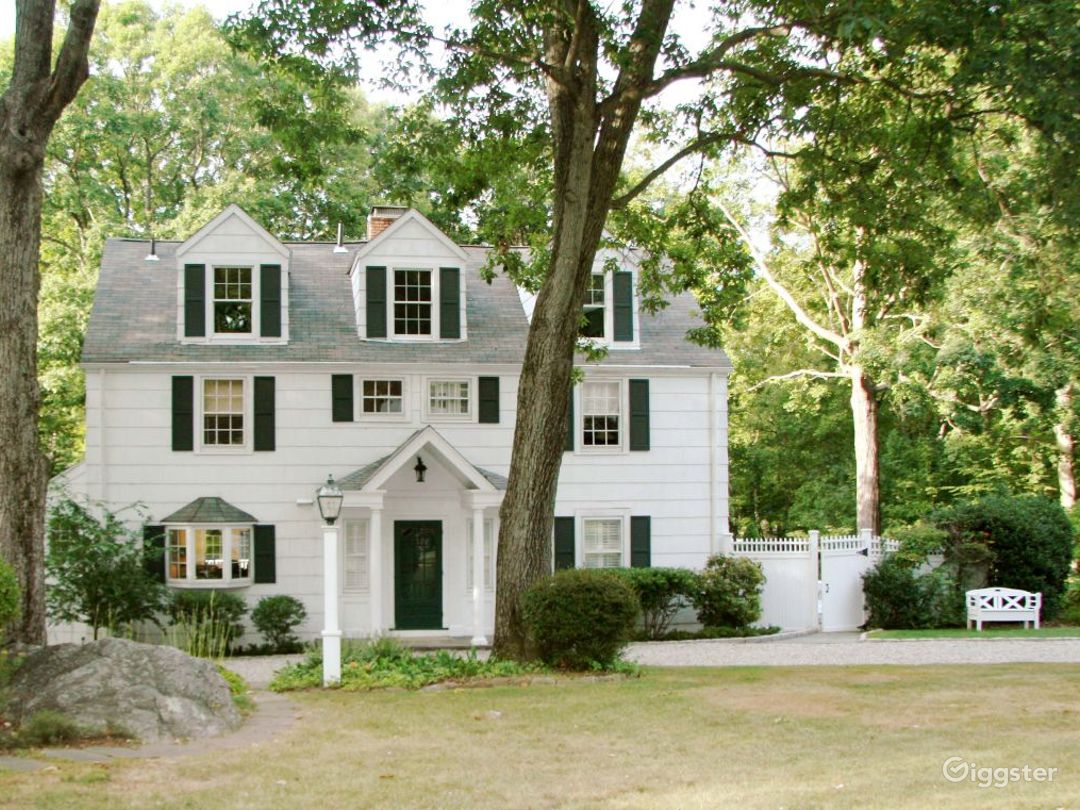 Large contemporary/traditional home: Location 4178 Photo 1