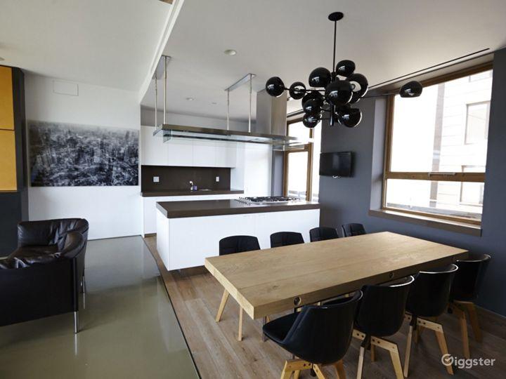 Upscale NY duplex penthouse: Location 4176 Photo 4