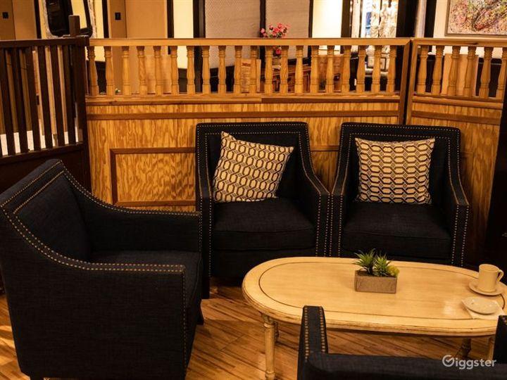 Cozy Hotel Cafe in LA Photo 2