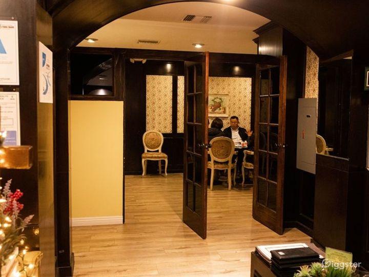 Cozy Hotel Cafe in LA Photo 5