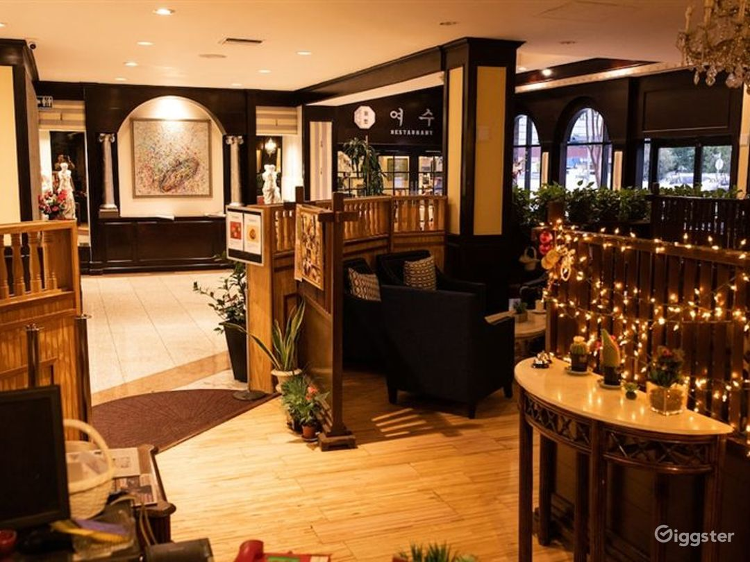 Cozy Hotel Cafe in LA Photo 1