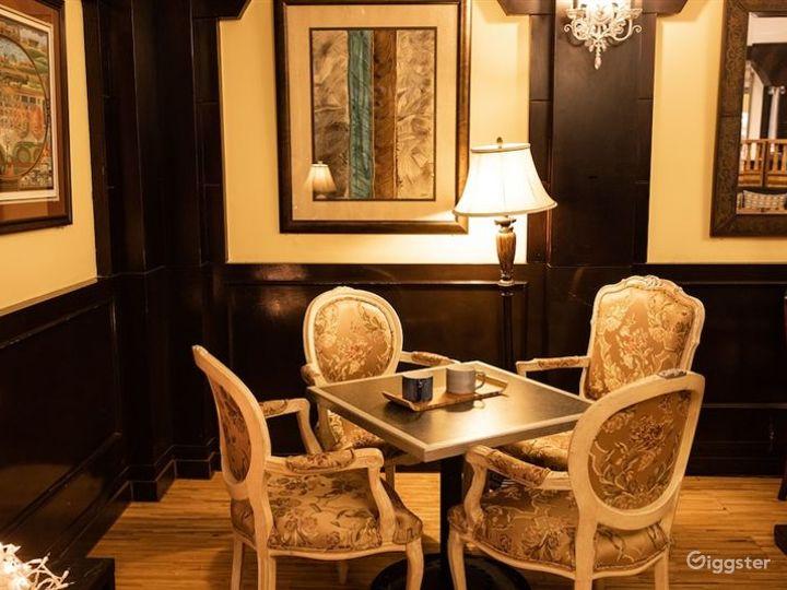 Cozy Hotel Cafe in LA Photo 3