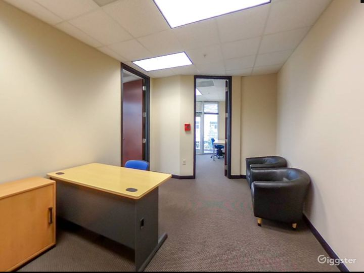 Spacious and Relaxing Office in Charlotte Photo 4