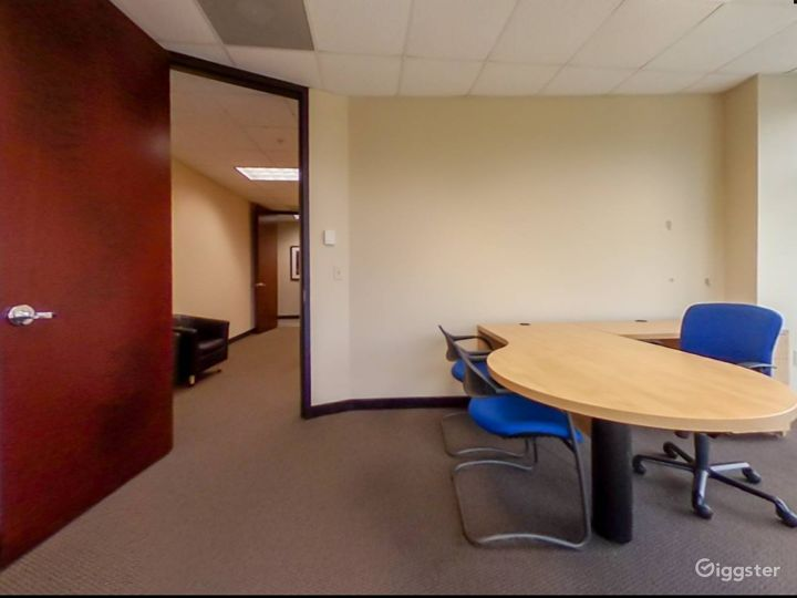 Spacious and Relaxing Office in Charlotte Photo 2
