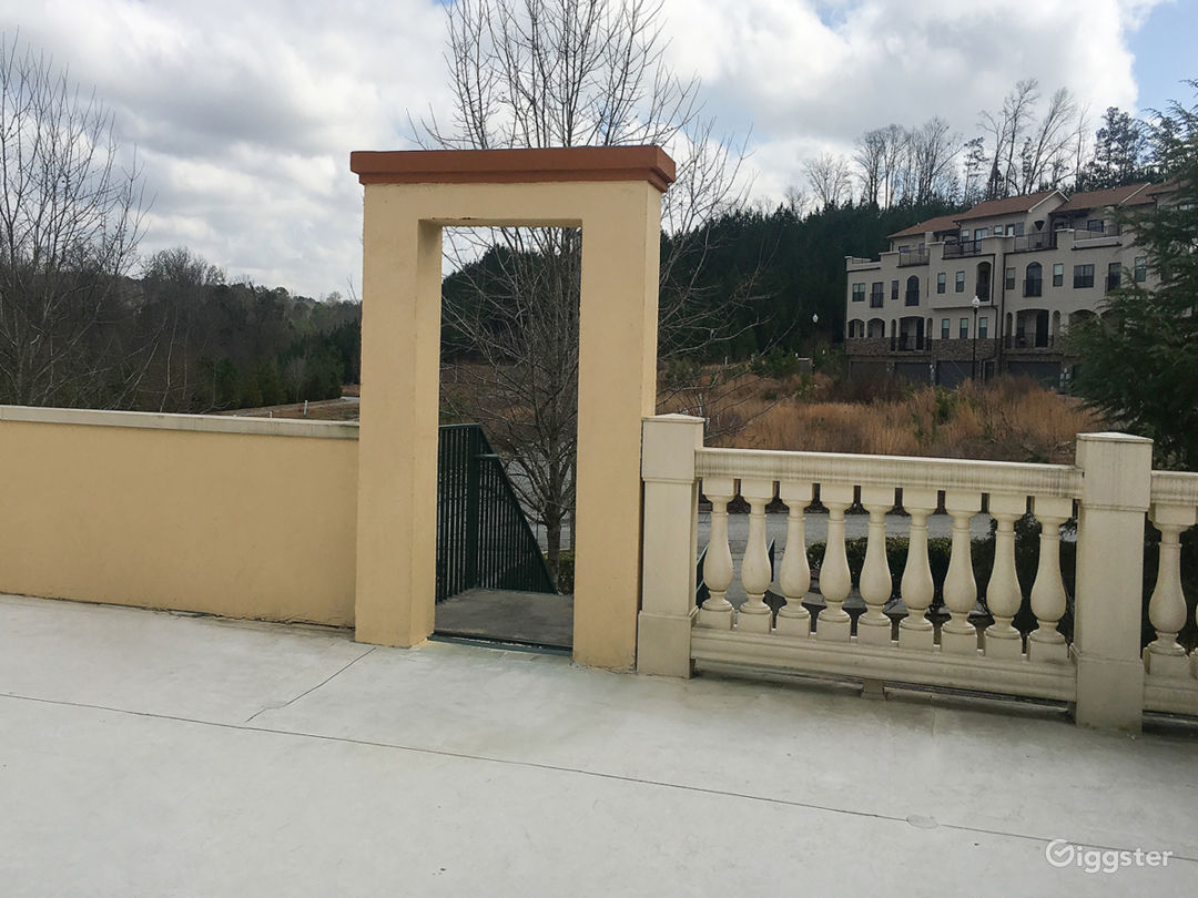 Separate entrance walkway to rooftop.