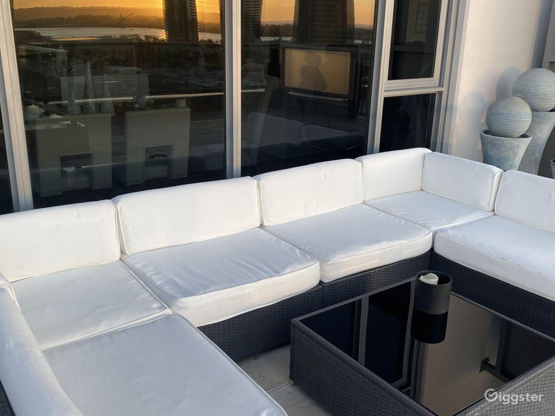 Luxury Skyrise Penthouse LRG Balcony w/VIEWS Photo 2