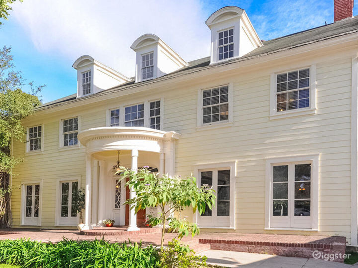 Quintessential Colonial with Large Lot in LA  Photo 5