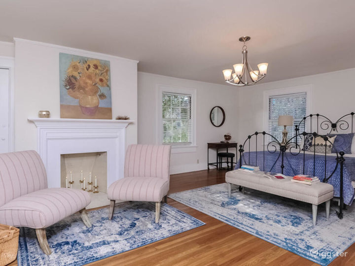 Quintessential Colonial with Large Lot in LA  Photo 3
