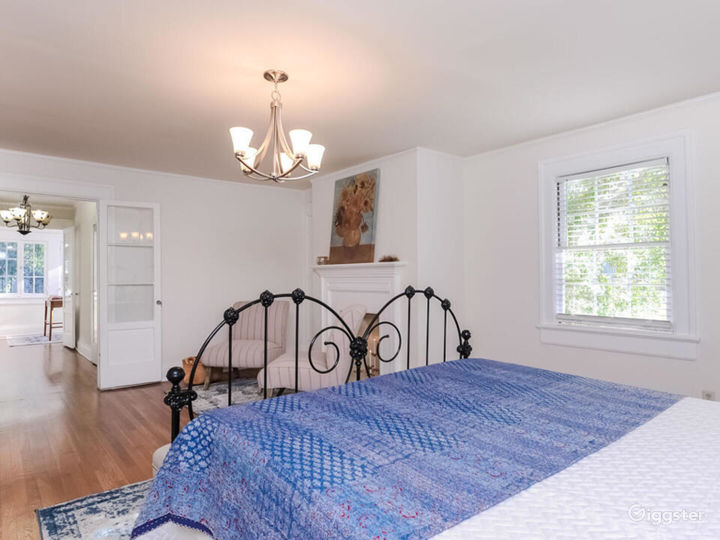 Quintessential Colonial with Large Lot in LA  Photo 4