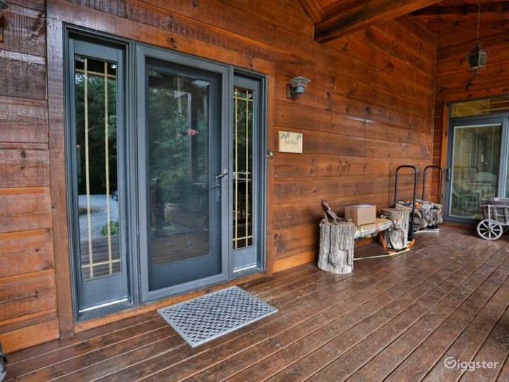 Privacy Camp; Country Living – Log Cabin Horse Farm Photo 2