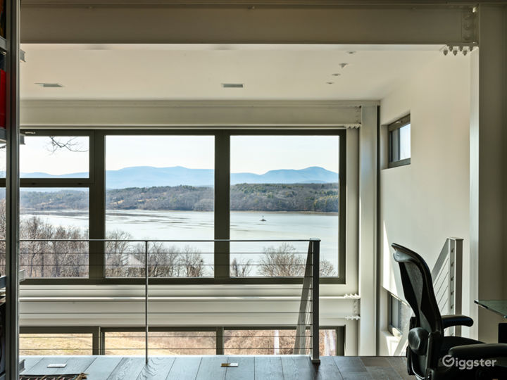 Modern River-View House: Location 5165 Photo 3