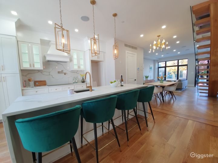 Contemporary townhouse: Location 5268 Photo 3
