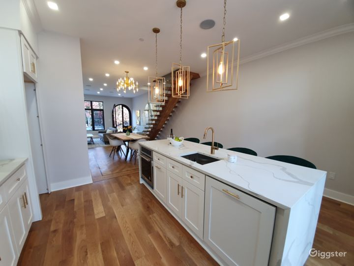 Contemporary townhouse: Location 5268 Photo 4
