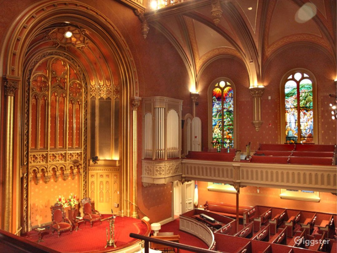 Warm and Historic Church in New York Photo 1