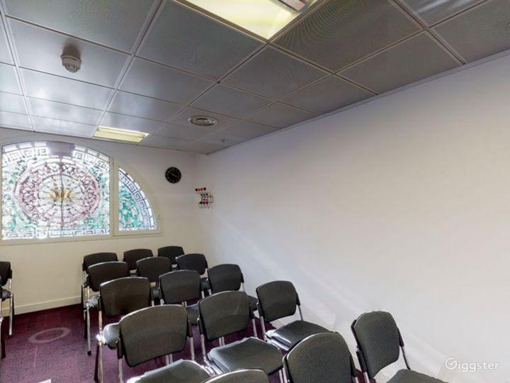 Smithfield  Cozy and Stylish Meeting Room 4 Photo 5