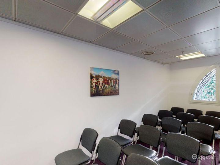 Smithfield  Cozy and Stylish Meeting Room 4 Photo 3