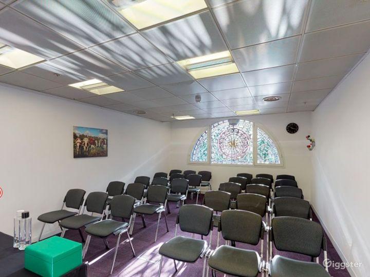 Smithfield  Cozy and Stylish Meeting Room 4 Photo 2