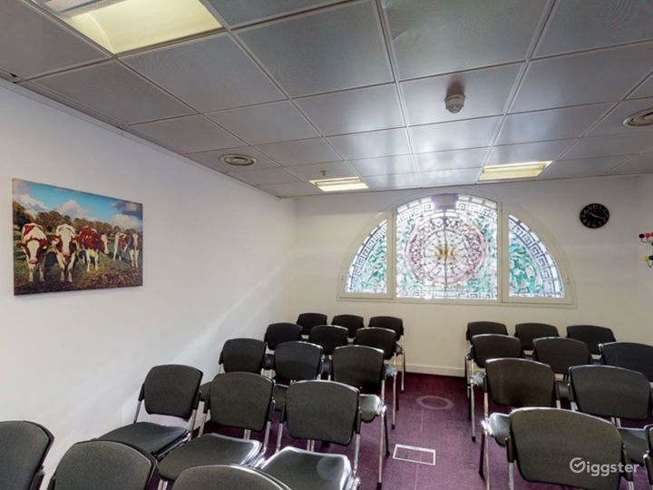Smithfield  Cozy and Stylish Meeting Room 4 Photo 4