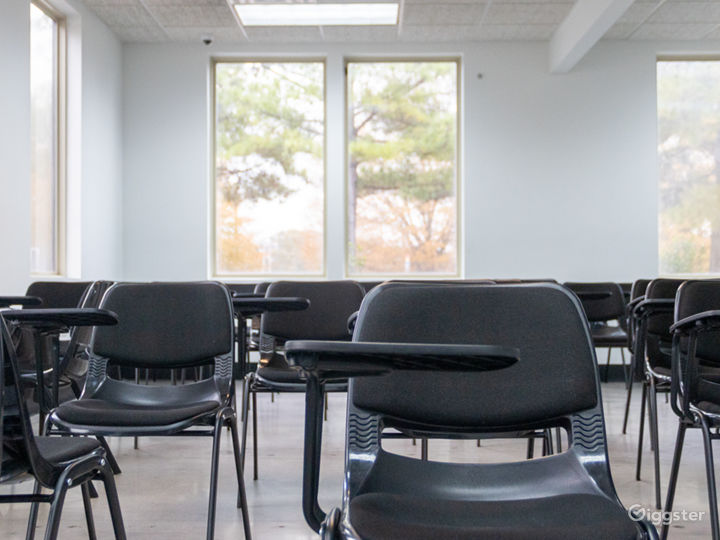 50 Person Classroom with Natural Light Photo 4