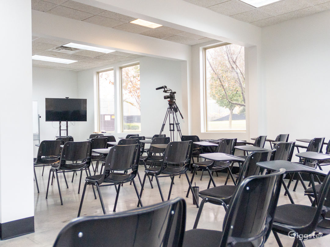50 Person Classroom with Natural Light Photo 1