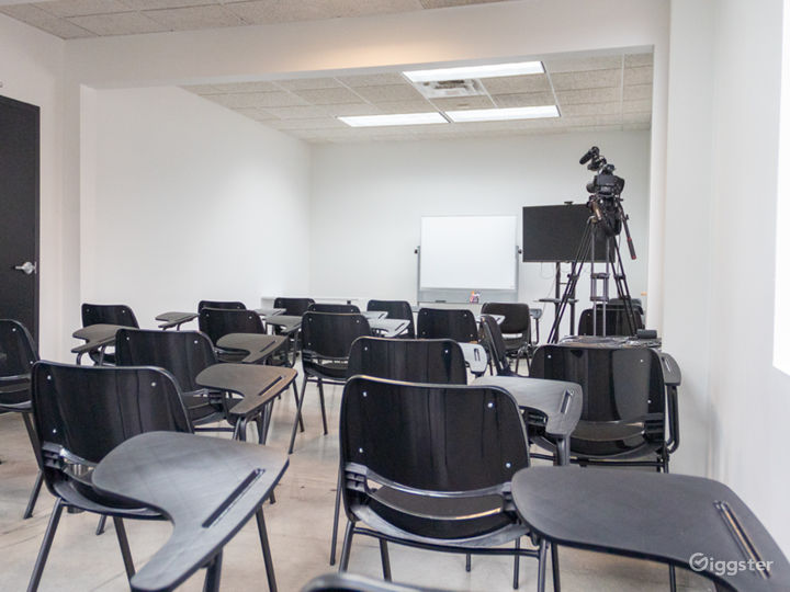 50 Person Classroom with Natural Light Photo 5
