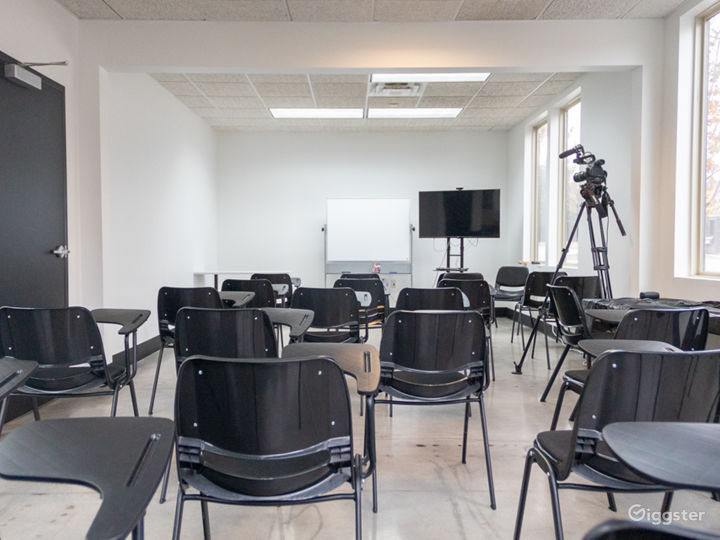 50 Person Classroom with Natural Light Photo 2